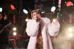 Miley+Cyrus+New+Year+Eve+2014+Times+Square+jAES3FdM9Bll